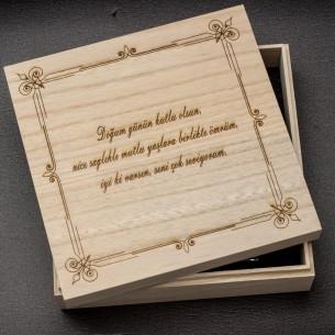 Präsentbox aus Holz mit persönlicher Gravur