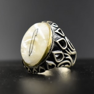 Elif Ring in 925s Silver with Mother of Pearl Stone